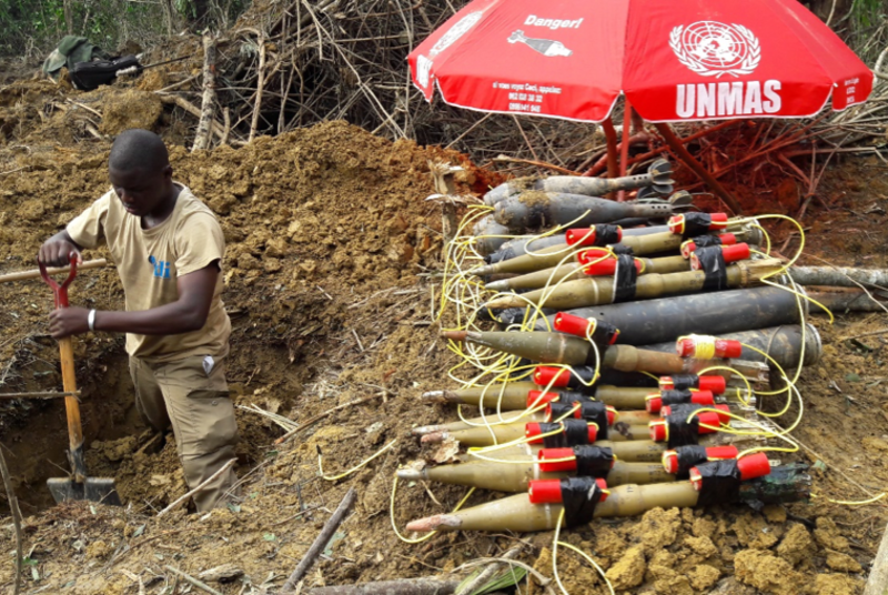 Destruction d'engins non-explosés a Walikale (Nord-Kivu) en septembre 2016 (UNMAS/Jacob BENIDJO)