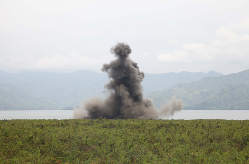 Destruction d'engins non-explosés à Sake (Nord-Kivu), avril 2017 (MONUSCO/Myriam ASMANI)