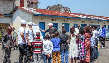 Sortir de l'enceinte sécurisée — les volontaires de l'ONU tissent des liens avec les communautés locales de la RDC