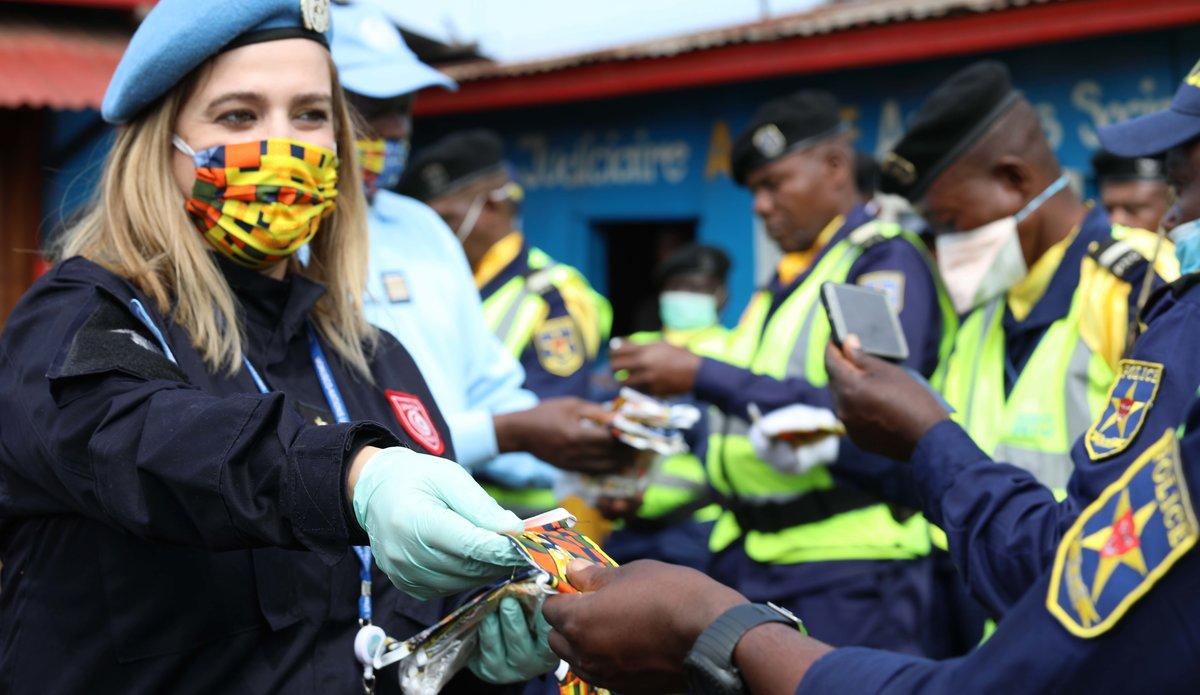 COVID-19: la MONUSCO sensibilise la police routière de Goma aux gestes barrières. Photo MONUSCO/Myriam Asmani
