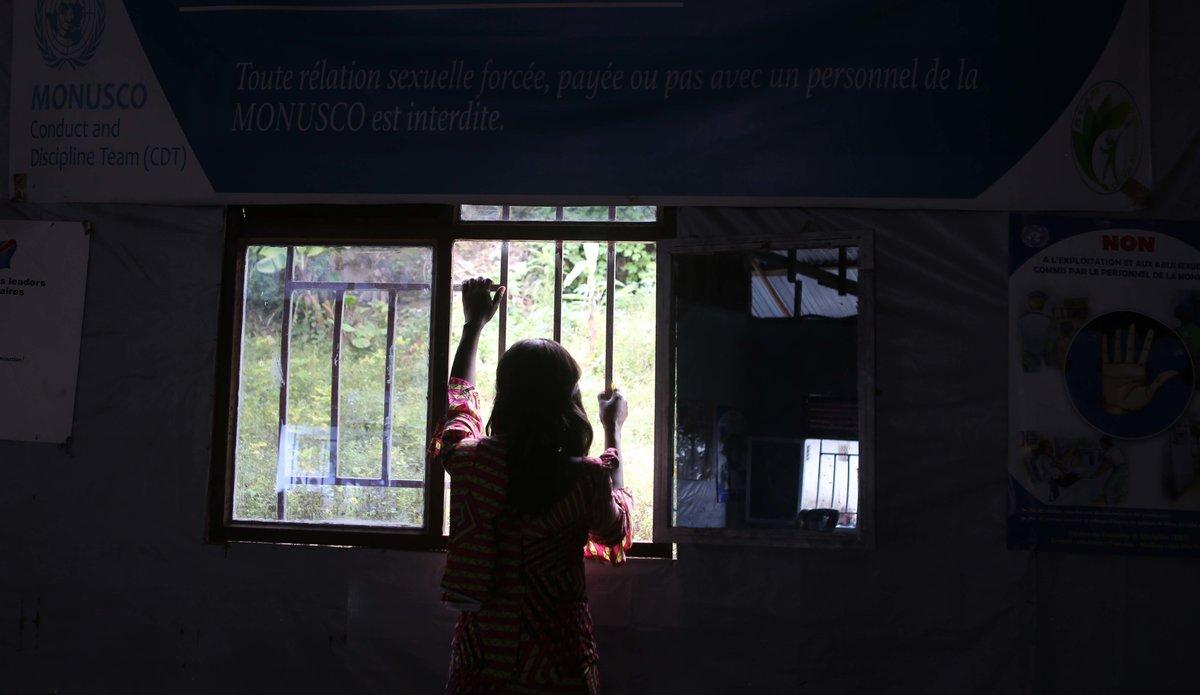 Jane Connors en solidarité avec les victimes de l'exploitation et des abus sexuels à Saké