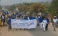 A Uvira, à l'occasion de la Journée Mondiale sans Voiture, la MONUSCO organise une marche pour sensibiliser la population contre la pollution atmosphérique.