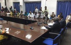 <p>Hier, le Secrétaire  général des Nations Unies, Ban Ki-moon, s'est déclaré consterné par le massacre  des civils perpétré ce samedi 13 août non loin du village de Rwangoma, province  du Nord Kivu de la RDC, par des membres présumés des Forces de défense alliées  (ADF). </p> <p>Ban Ki-moon a condamné dans les termes  les plus forts cette dernière attaque dans le territoire de Beni où, depuis  octobre 2014, des centaines de civils ont été tués par des membres présumés de  l'ADF. </p> <p>De son côté, le con